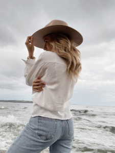 Kopfbedeckungen schützen die Haare vor aggresiver Sonneneinstrahlung